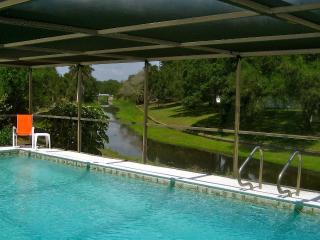 Creekside Pool Home - 15 mins to Siesta Key Beach, Sarasota