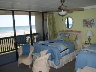 Beachfront  2 Bedroom Condo Closest To The Beach, Port Aransas