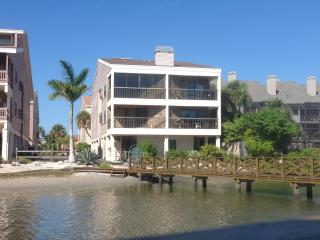 Large Luxury Waterfront Condo with Pool, Indian Shores
