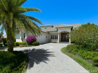 JAMAICA COURT - Rare 6 Bedroom Island Villa on the 14th Fairway of the Island Country Club!, Marco Island