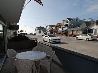 Fantastic Refurnished 2 Bedroom Duplex! 5 Houses from Sand! (68254) - Newport Beach vacation rentals