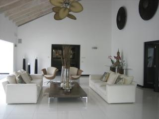 Spectacular Villa A Few Steps From Minitas Beach., La Romana