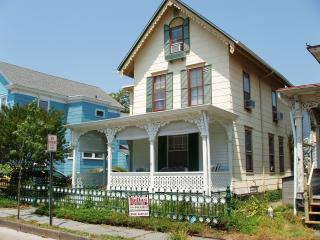 A Cape May Cottage for Rent - Charming!