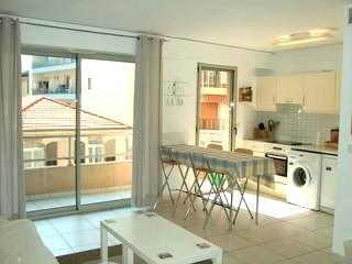 1 block from the beach, convenient for everything, Antibes