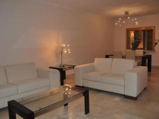 Nice & quiet apartment with sea and mountain views, Estepona