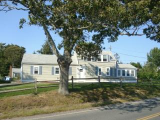 Gosnold Manor 400 Yards from Veterans Park Beach, Hyannis