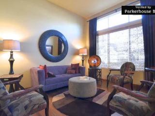 Parkerhouse. Luxury on a Budget-Modern B and B., Seattle