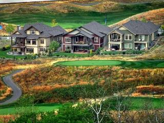 GREAT GOLF LAKE SKI HOME PERFECT LOCATION, Kelowna