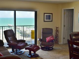 Sunglow Resort 702, 2 Bed/2 Bath Direct Oceanfront, Daytona Beach