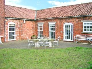 COOPER'S COTTAGE, luxury barn conversion, en-suite, courtyard garden, stabling available, in Odder, near Lincoln, Ref 22319