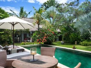 Villa Alang-Alang quiet large rustic just perfect, Seminyak