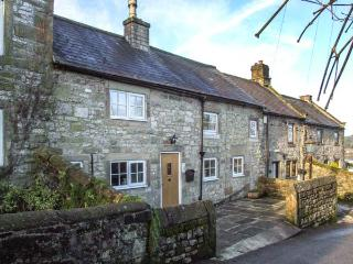 DAISY COTTAGE family-friendly, woodburning stove, village centre in Winster Ref 21953
