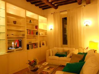 S.Rufina home. Elegant suite in the palace of '700, Rome