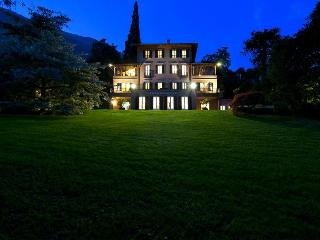Luxury villa with pool, tennis and much more, San Siro