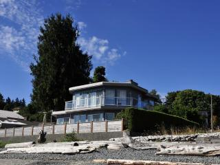 Stunning Walk-on Waterfront in Departure Bay, Nanaimo