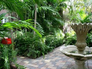 ~~~Ginger Cottage on private gated compound ~~~, West Palm Beach