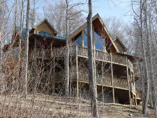 Luxury Log Cabin!!!Views, Hot Tub, 5BR/3 1/2 BR., Burnsville