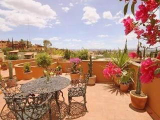 4 BR Roof-Top Paradise, Scooter and ATV included!, San Miguel de Allende