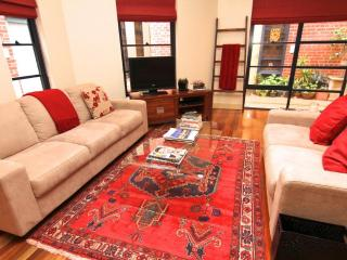 LARGE 2 BR Townhouse FREE WIFI, Elwood