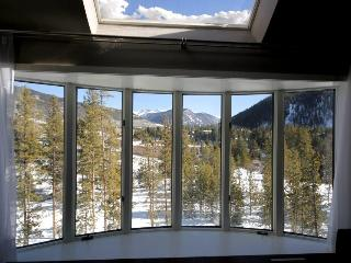 Luxury 4 Bdrm Modern Unit, Views from Every Room, Keystone