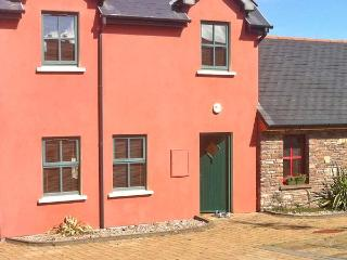 5 STATION HOUSE, open fire, pet-friendly, garden, in Castlegregory, Ref 19955