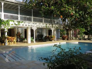 PARADISE PSP -  102137 - VIBRANT | 4 BED | FAMILY VILLA | GORGEOUS PRIVATE SANDY BEACH - DISCOVERY B, Discovery Bay