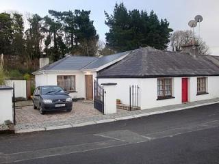 Irish Cottage in heart of traditional village., Ballymore Eustace
