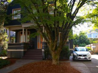 ArtFulLife - The Non-Hipster Hipster Pad, Portland