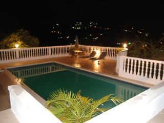 PARADISE PTG - 102895 - BRAND NEW | LUXURY 7 BED VILLA WITH POOL | NEAR BEACH - RUNAWAY BAY, Discovery Bay