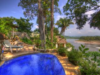 Villa in front of perfect surf breaks, best views, Platanitos
