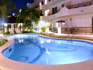 Downtown Penthouse, Great Pool, Wi-Fi, Sleeps 6, Playa del Carmen