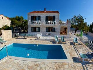 Luxury holiday house for 10 persons, with swimming pool , near the beach in Brac - Sumartin vacation rentals