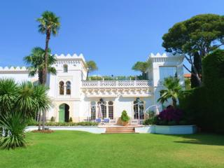 Grand Luxe- 10 Bedroom Luxury Holiday Home with Views of French Riviera, Biot