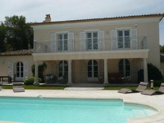 Luxury Ramatuelle Holiday Home, 7 Bedroom House with a Pool