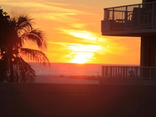 BEACHFRONT WING UNIT, Monthly Rentals, Marco Island