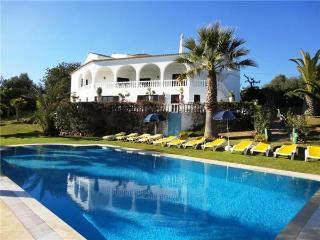 Attractive holiday house for 20 persons, with swimming pool , in Alcantarilha - Silves vacation rentals