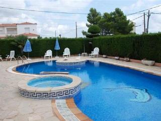 Holiday house for 8 persons, with swimming pool , in L'Ametlla de Mar - Catalonia vacation rentals