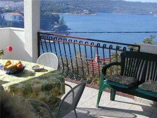 Apartment for 6 persons near the beach in Solta - Island Solta vacation rentals