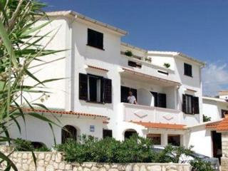 Attractive apartment for 6 persons near the beach in Pag - Pag vacation rentals