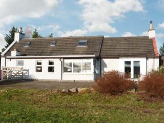 NEWLANDS, family accommodation, woodburning stove, lovely views, near golf in Archiestown, Ref 21275