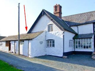 THE OLD STABLES, underfloor heating, off road parking, courtyard patio, in Knockin, Ref 22008