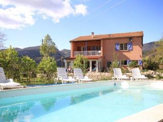 Comfortable Villa for holiday in the Provence, Lachau