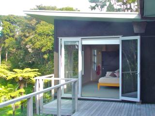 Oratia Bed and Breakfast, Auckland Region
