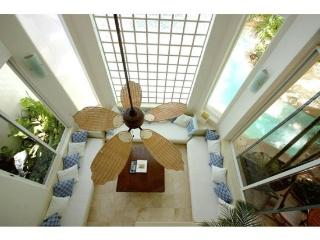 2 Bedroom Luxury condo Rental with 2 story high Living Room, Playa del Carmen