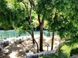 Comal River Access and Walking Distance to SCHLITTERBAHN, New Braunfels