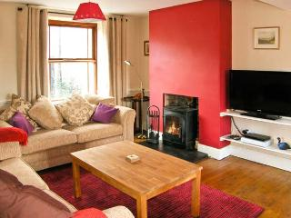 TY KILMORE, pet-friendly, multi-fuel stove, enclosed courtyard, in Cemmaes, Ref 20882 - Machynlleth vacation rentals