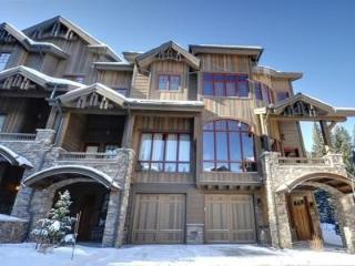 Base Camp #460: Ultimate 4-bedroom ski-in/ski-out, Winter Park