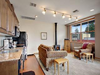 Pet Friendly Condo in Downtown Friday Harbor! -(San Juan Suites -Valley Farm), Îles San Juan
