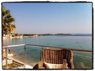 Buckingham Villa By The Sea - Direct Sea Front Exquisite Turkish Rental, Urla