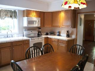 Newly Renovated 1920's Farm House with Scenic Views of the Mountain!!, Ohiopyle